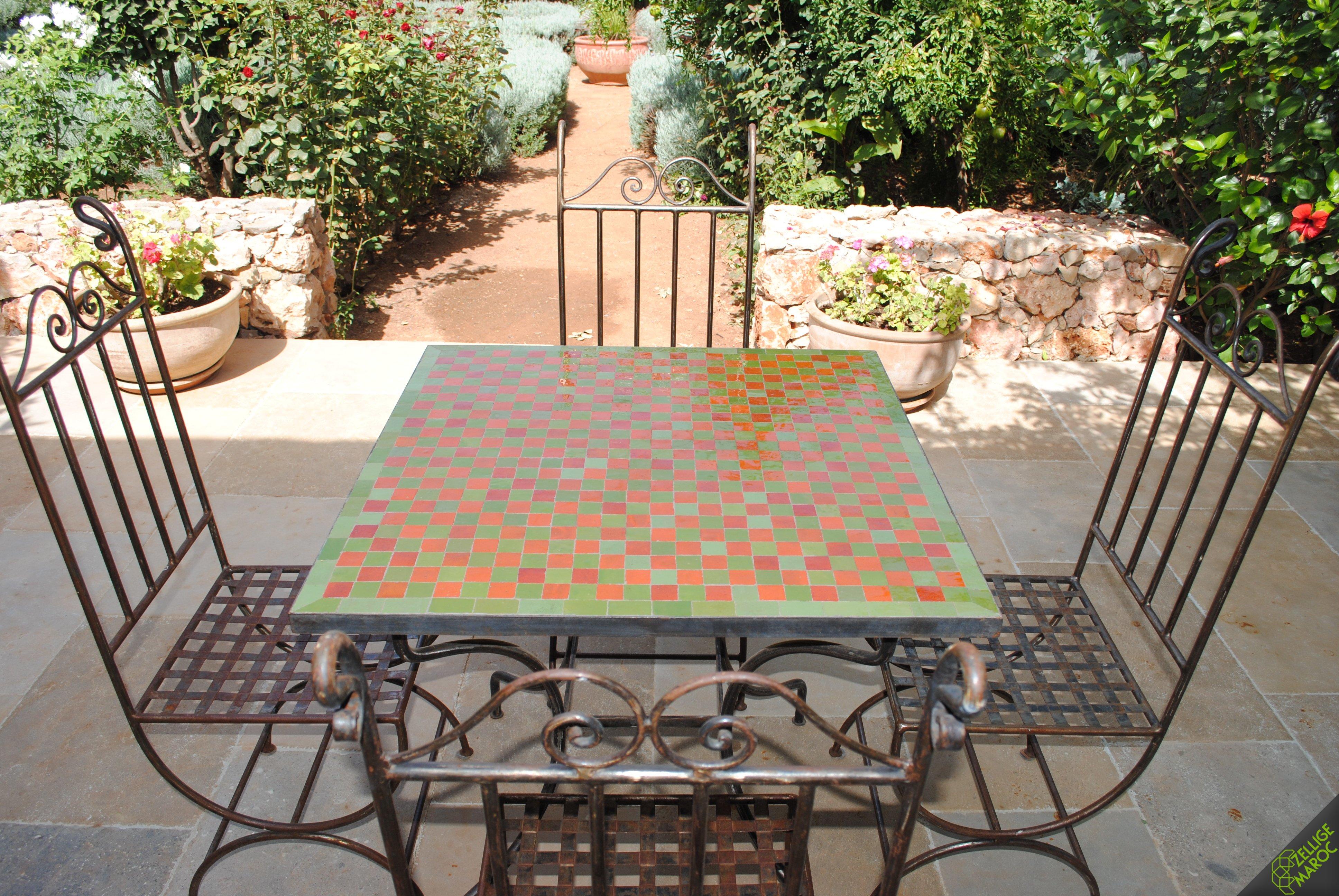table marocaine en zellige vert orange damier zellige. Black Bedroom Furniture Sets. Home Design Ideas